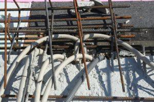 Fiese Fingerarbeit zwischen Stahl, Ziegel und Bitumen