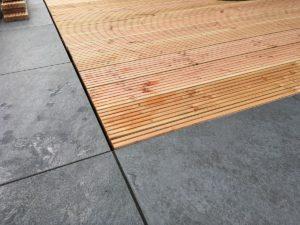 Holz-Stein-Terrasse