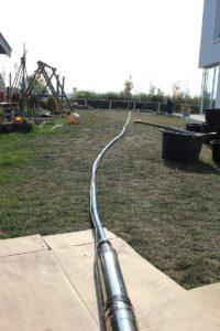 Pumpe und Steigleitung für den Einbau vorbereitet