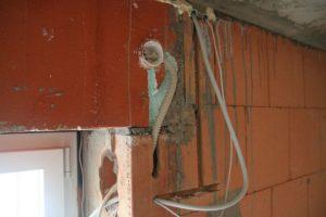 Leitungen für Rolladenmotor, Laibungssteckdose und Fensterkontakt
