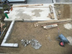 Bodenplatte und Streifenfundament fertig